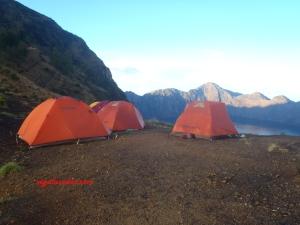 Tiga tenda kami di Plawangan Sembalun.