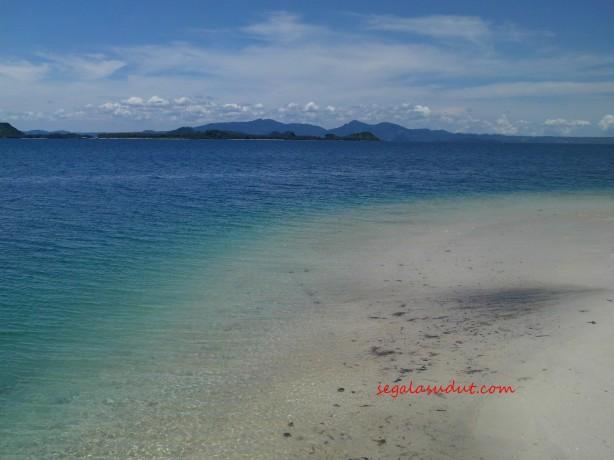 Pantai Kelagian Besar. Sesungguhnya kalau foto-foto pantai yang gue kumpulkan diacak, gue ga akan bisa mengenali mana pantai mana. 20 Maret 2015.