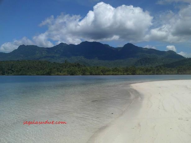 Pantai Pulau Lunik. 20 Maret 2015